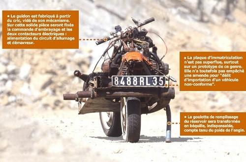Trasforma l'auto guasta in una moto e si salva dal deserto 3