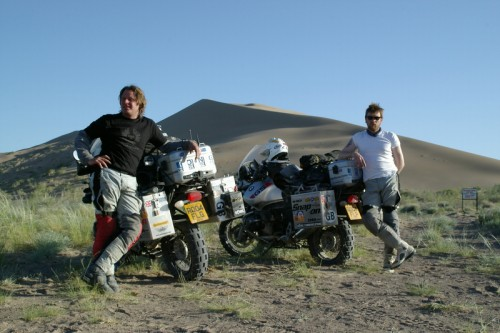 Documentari sulle moto, documentari moto, Documentari viaggi in moto,Long Way Round , Charly Boorman, Ewan McGregor, viaggi moto.