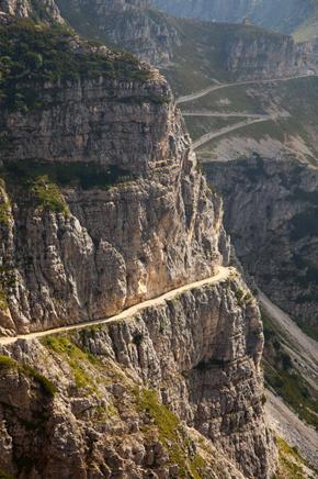 Le strade più belle del mondo moto,Strade pericolose moto,strade mitiche moto,strade mitiche,Le strade più belle del mondo,Strade pericolose, strade spettacolari, strade belle,Strada delle 52 gallerie